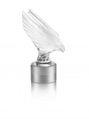 10676000---Sculpture-lumineuse-Faucon-McLaren-EL-375ex---HD-1