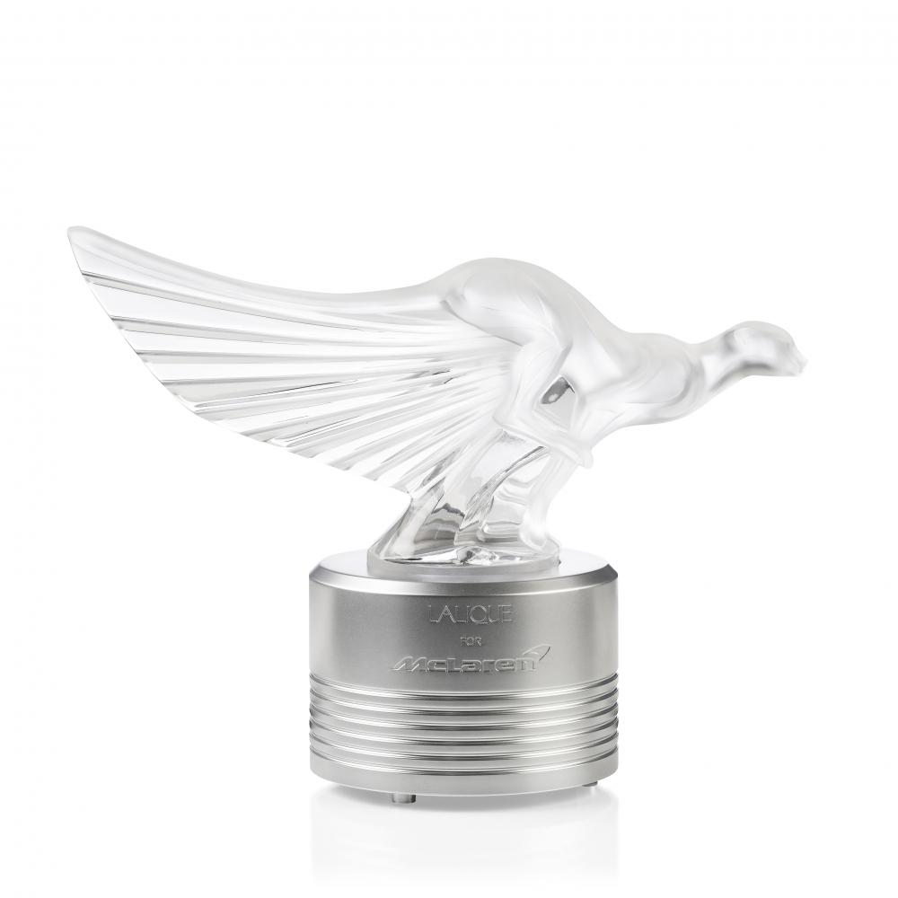 10615200---Sculpure-Guepard-McLaren-avec-socle-lumineux