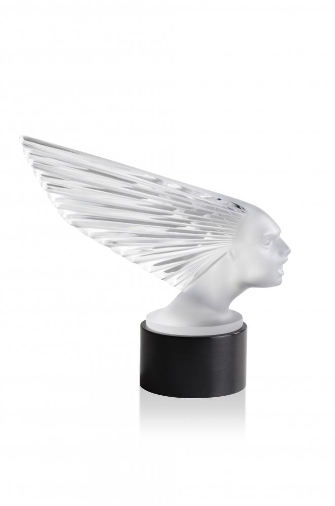 10648500---Sculpture-lumineuse-Victoire---HD